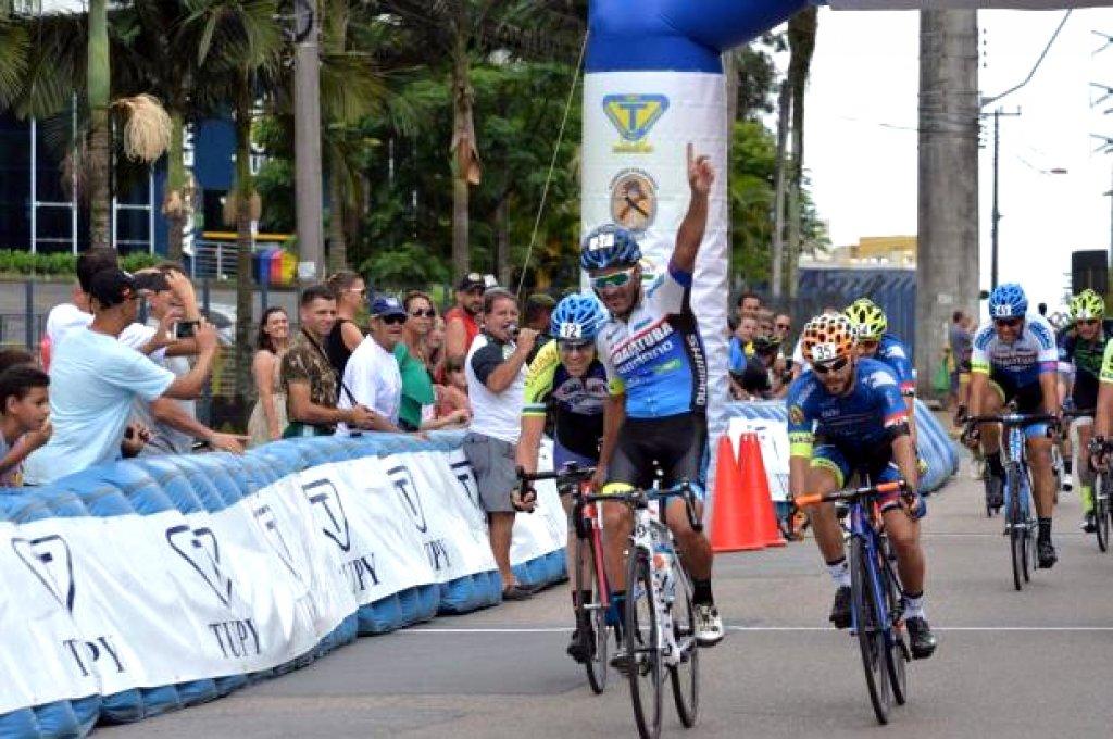 Armando Camargo é o mais rápido no 51º Circuito Boa Vista de Ciclismo